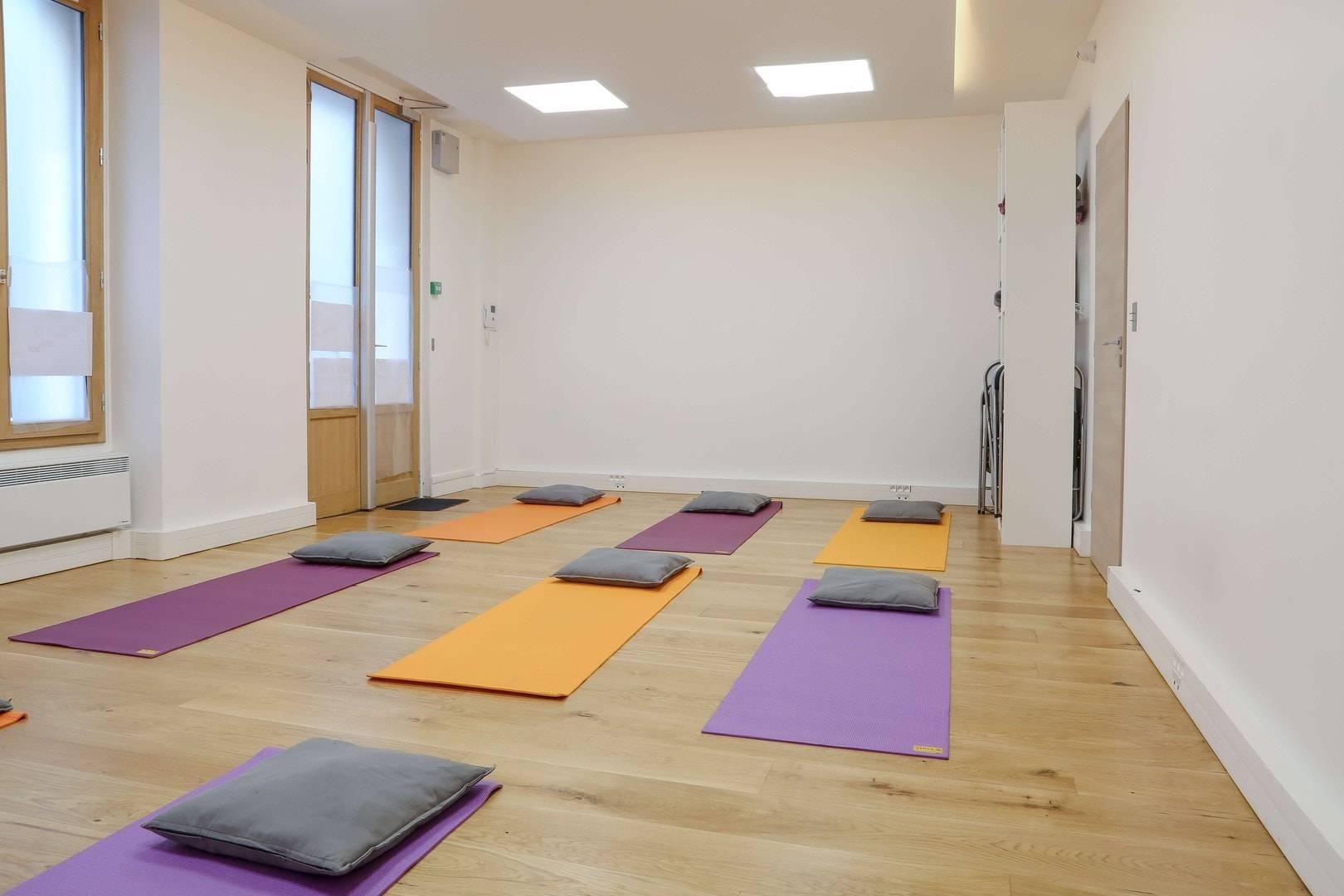 salle de yoga lumineuse rue du th tre paris 15 me salle 10. Black Bedroom Furniture Sets. Home Design Ideas